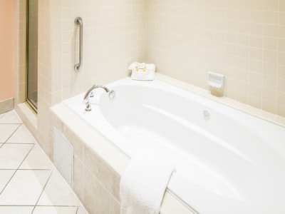 Spa Suites with In-tub Jacuzzi