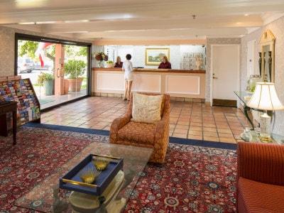 Campbell Inn Lobby